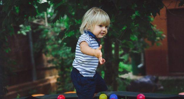 Nedgravet trampolin i haven giver tryghed og ro